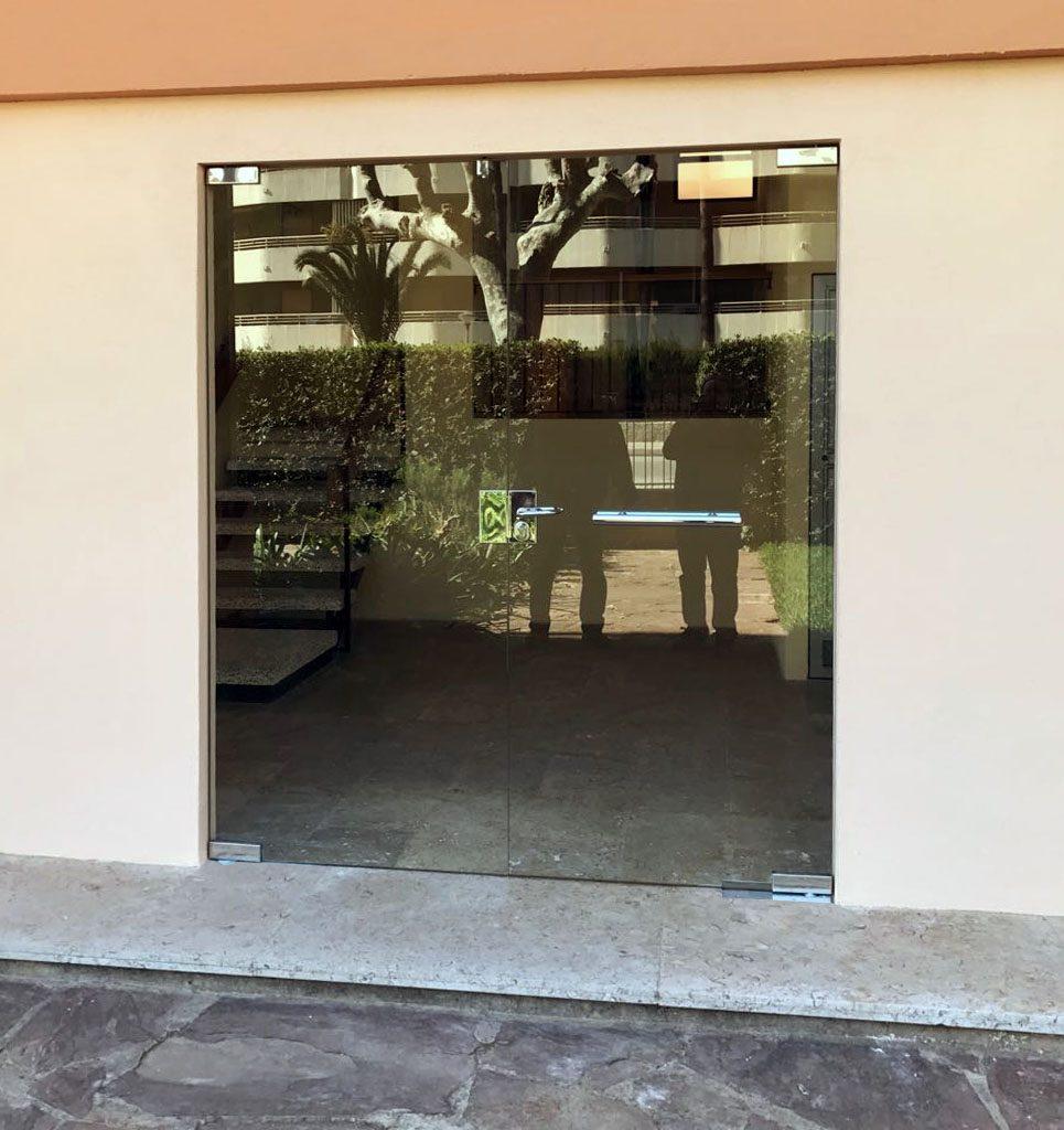 Reformas castellón obras gyt G&T fontanería sustitución puertas de cristal construcciones