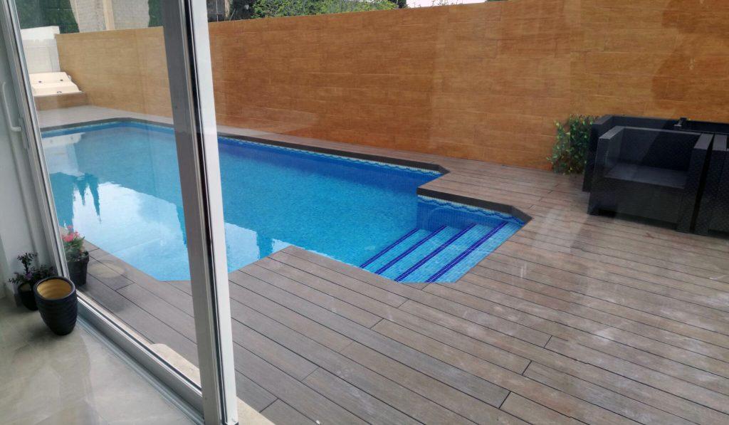 Reformas integrales castellón construcciones G&T piscina tarima sintética