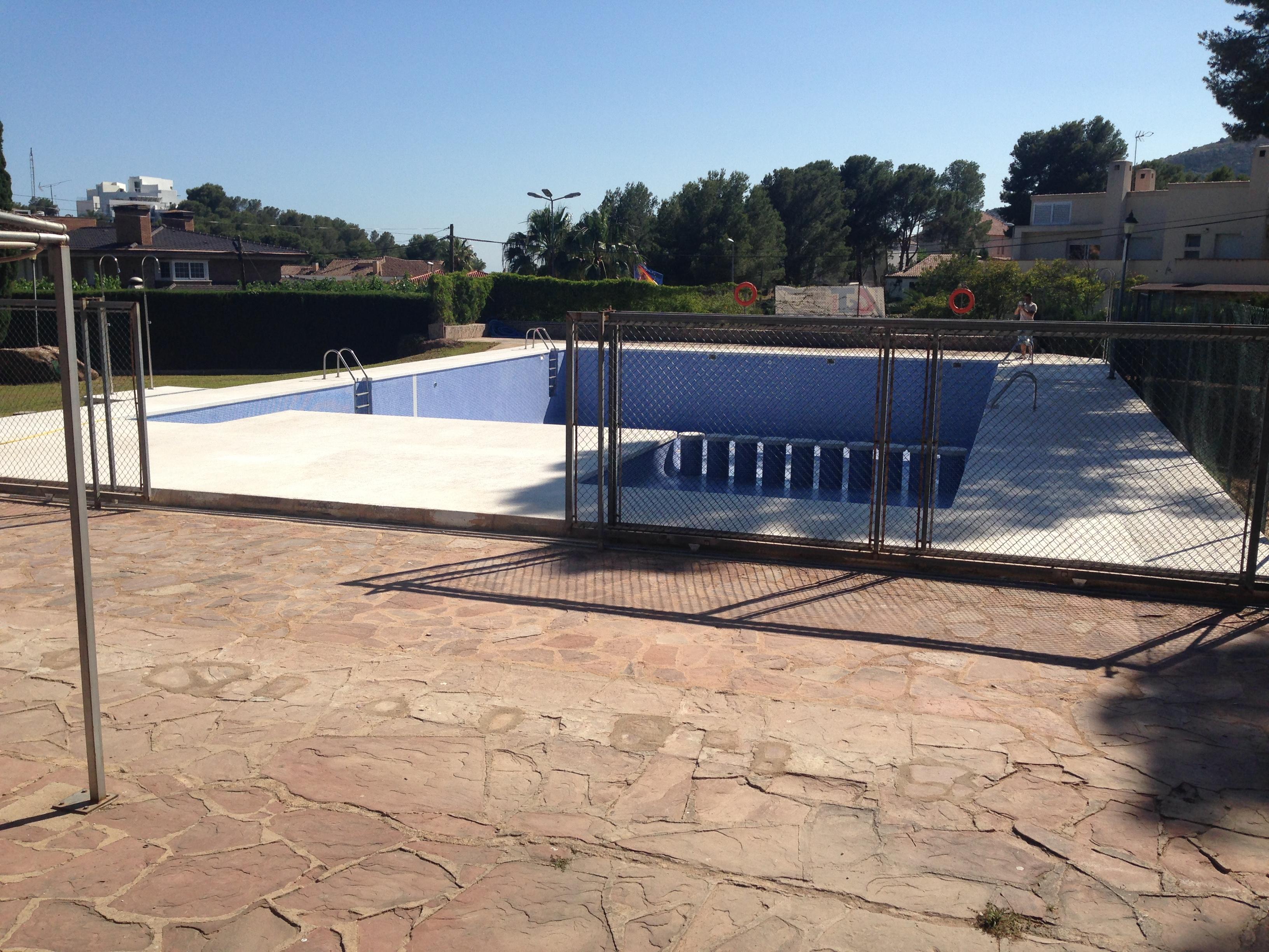Construcción piscina club social finalizada