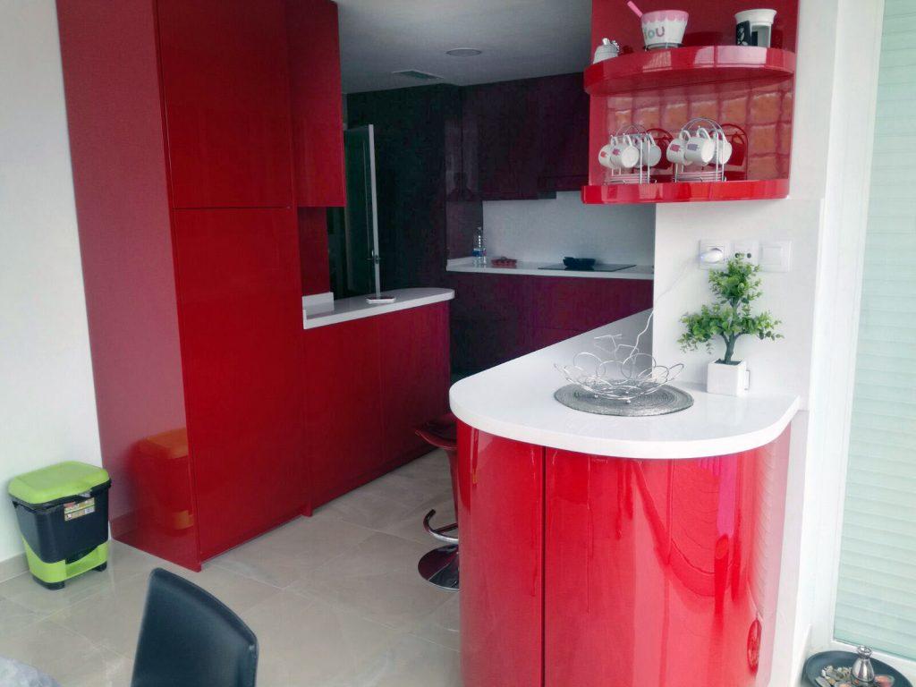 Reformas integrales castellón construcciones G&T cocina roja